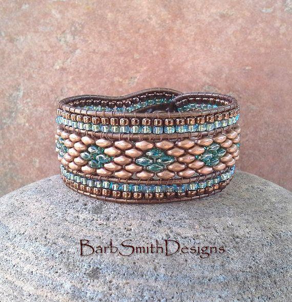 Blauwe kralen lederen Manchet armband de door BarbSmithDesigns