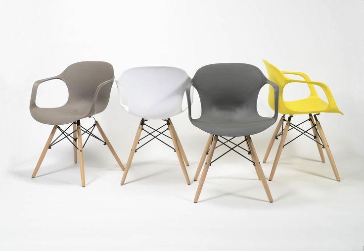 Stolička  Rozmery: 55x52cm  Výška: 76cm  Výška sedenia: 46cm  Material sedenie: Polypropylen  Material nohy: Drevo svetlé + čierny kov  Stoličky  Jedálenská stolička má významné miesto pri vytváraní atm