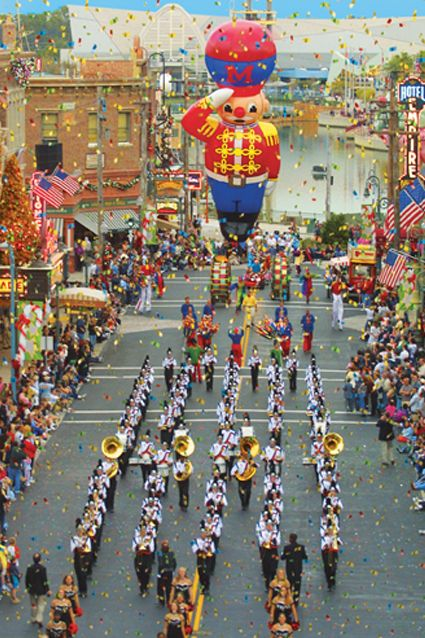 Universal Orlando recreates the Macy's Thanksgiving Parade with floats and balloons direct from NYC from Dec. 1 - Jan. 1 every year.