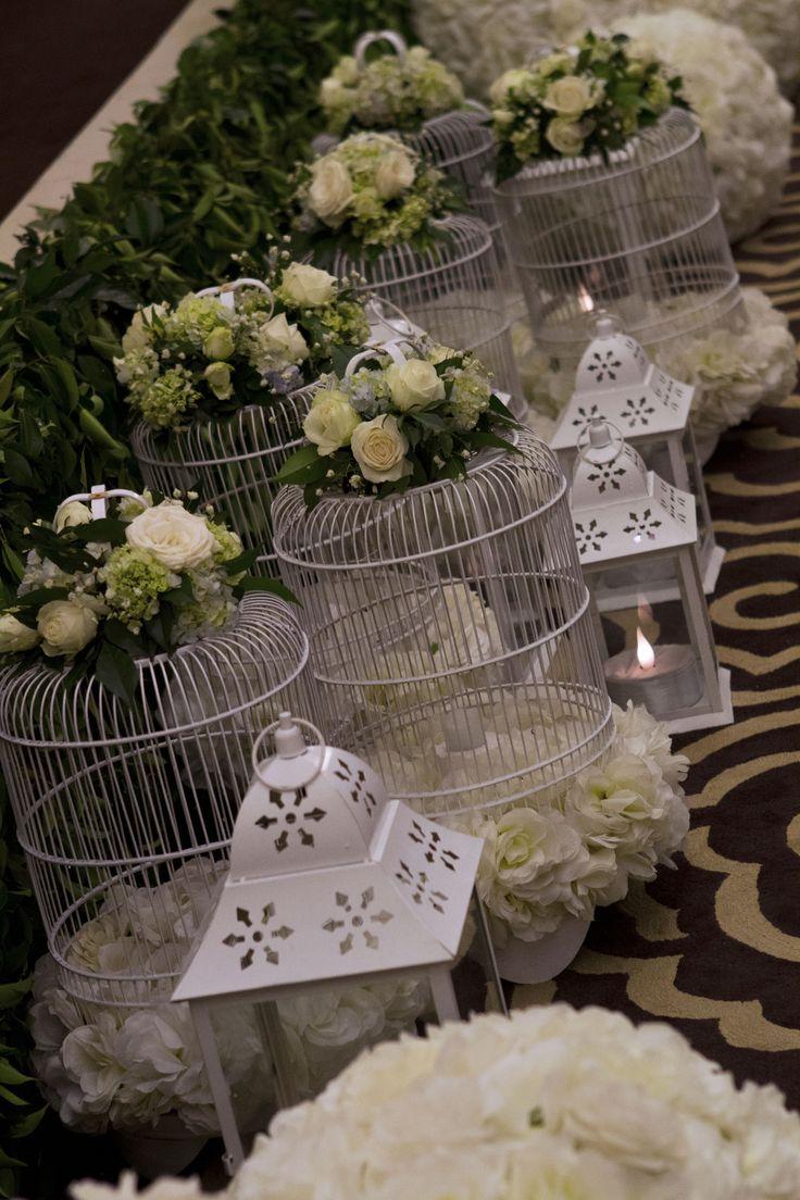birdcage and lantern #decor #mawarprada #dekorasi #pernikahan #elegant #pelaminan #wedding #decoration #romantic #jakarta more info: T.0817 015 0406 E. info@mawarprada.com www.mawarprada.com