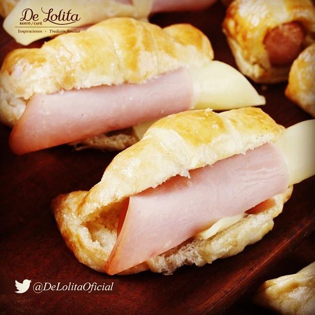 mm algo delicioso como nuestra #medialunaporteña #colombianfood #delicias #Food #bakery #cosasdeliciosas #breakfast #yummyStuffs