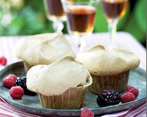 Bedstefars skæg (Grandfather's Beard) a cupcake version of the fruit and meringue cake