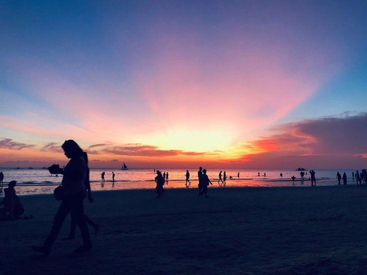 Sogar die Sonne geht im Paradies unter . . . . . . #Reisen #Reisende #Reisefotografie # …   – beach