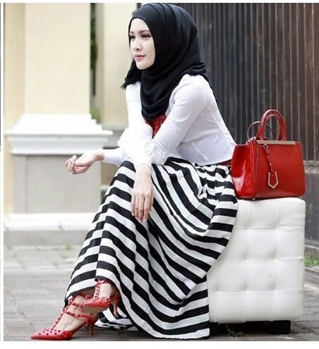 Love the Zebra bottom look. The black white red combo are so Chic!