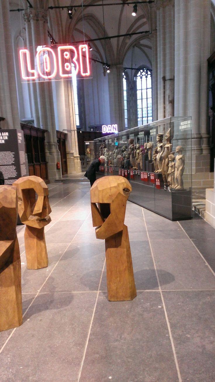 Maskers en Beelden Uit Ivoorkust