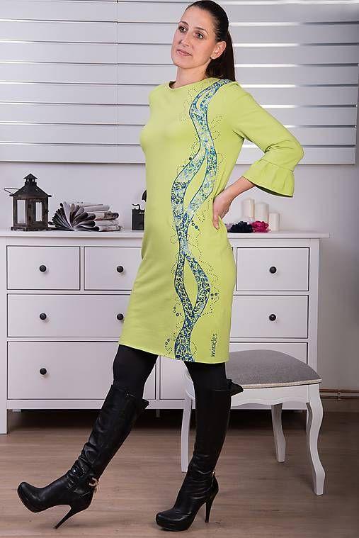Zelené maľované šaty s volánom #detskamoda#jedinecnesaty#handmade#originalne#slovakia#slovenskydizajn#móda#šaty#original#fashion#dress#modre#ornamental#stripe#dresses#vyrobenenaslovensku#children#fashion#rucnemalovane