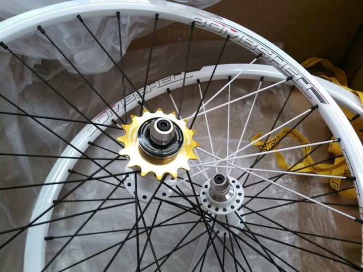 Bombshell BMX Wheelset. White with spoke color blend.