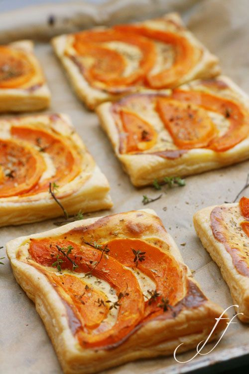 Savory Pie Tarteletts with Pumpkin and Feta Cheese. Tarteletts mit Kürbis und Feta. These look so delicious! I must try this!