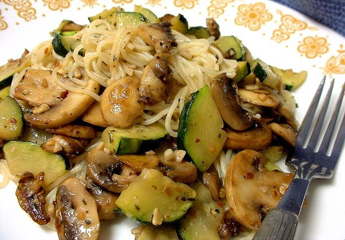 Pasta-Zucchini-Mushroom Toss With Garlic-Herb Sauce for One