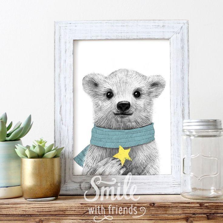 Замечательный  принт Юлии Григорьевой напоминает взрослым о детстве, а детям дает повод пофантазировать.   Этот стильный портрет маленького белого медвежонок точно понравится вашим малышам и дополнит дизайн детской комнаты.
