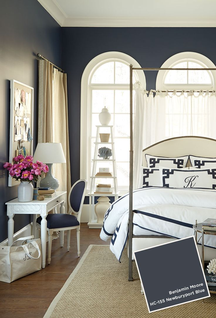 Suzanne Kasler bedroom with Benjamin Moore Newburyport Blue HC-155. Blue and white bedroom #navy #paint