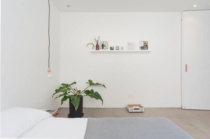 Minimal bedroom. Río Nilo Apt. © LGM Studio.