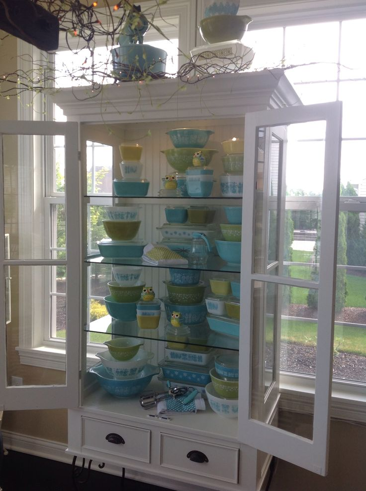 Someday I'll have a big enough place to display my Pyrex like this!