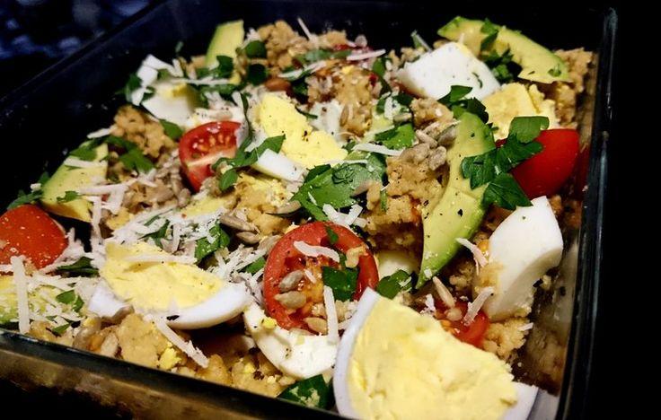 lunchbox z kaszą kuskus i jajkiem