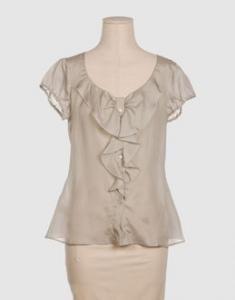 Blusa marfil en organza con corte en A, manga mariposa y fruncido delante