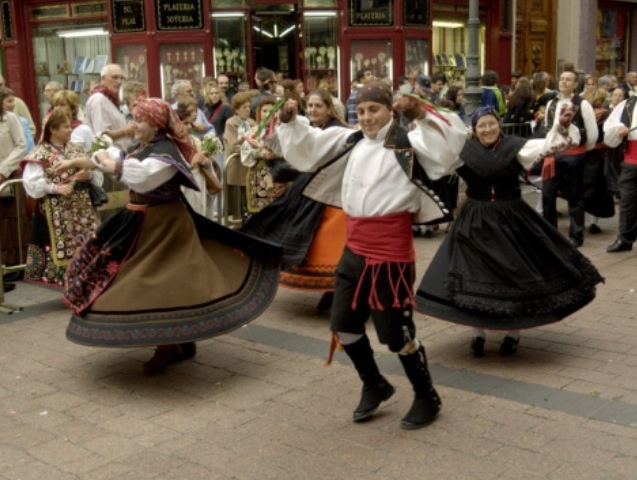 Christmas Traditions: after Midnight Mass and Christmas Dinner in Spain, streets fill with dancers and onlookers. There is a special Christmas dance called the Jota and the words and music have been handed down for hundreds of years. They dance to the sound of guitars and castanets.
