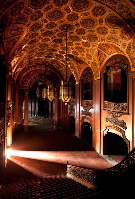 Loew's Kings Theatre - abandoned cinema in Brooklyn