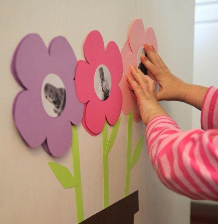 Basteln Sie hübsche Bilderrahmen für die Wand in Blumenform aus Papier