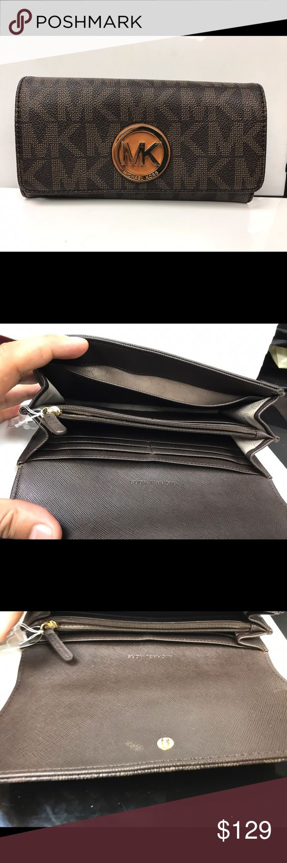 Michale kors women's wristlet Was used only 3-5 times  no scratches on leather only some scratches non Michale kors logo. Michael Kors Bags Clutches & Wristlets