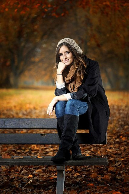 Fall senior picture ideas for girls. Fall senior photography. Fall senior pictures for girls. Fall senior photos. Fall senior pics. #fallseniorpicturesforgirls #fallseniorphotography #seniorpictureideasforgirls #fallseniorphotos #fallseniorpics