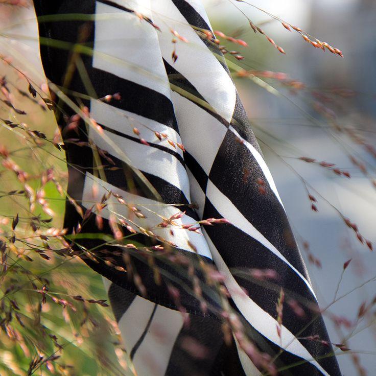 Silk scarf / calligraphy / accessories / fashion / Шелковый платок-каллиграфия-аксессуары-стиль-черно-белое