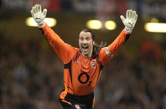 David Seaman played 405 times for Arsenal and received Cazorla's backing as goalkeeper