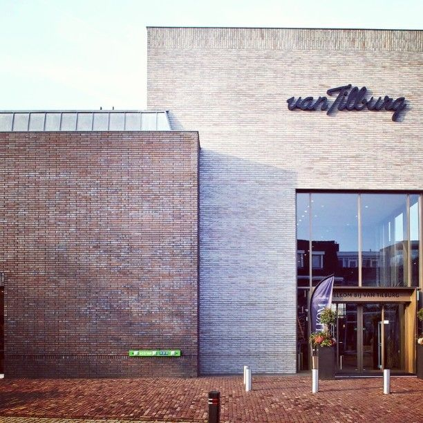 Modehaus, Nistelrode, NL. Klinkersortierungen: Farsund ModF und Liverpool GT+FU ModF. Architektur: HILBERINKBOSCH, Berlicum. Foto: Andreas Secci. #hagemeister #clinker #klinker #brick #brickarchitecture #architecture #archilovers #facade