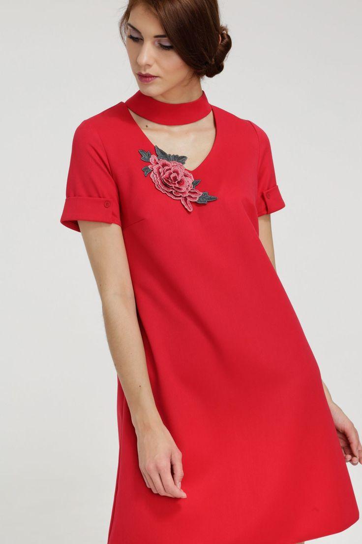 https://blueshadow.pl/trapezowa-sukienka-z-aplikacja-malinowa-czerwien.html