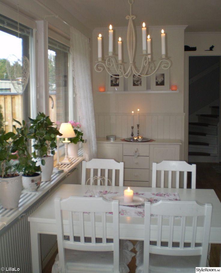 köksbord,stolar,takkrona,lampor sia,blommor,ljus,duk greengate