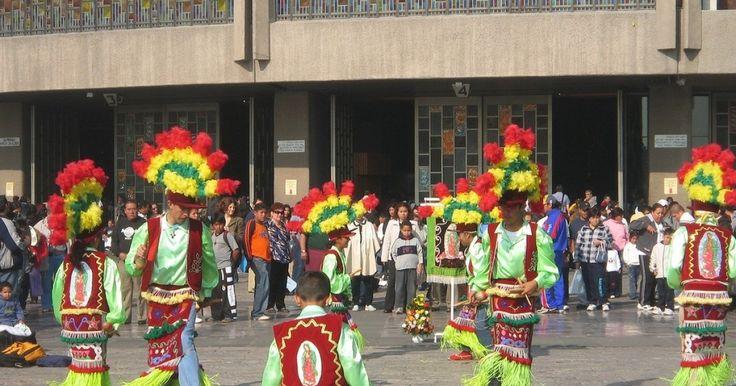 Dan bienvenida a los peregrinos en D F | Portal de noticias y análisis político de México. Somos una publicación multimedia especializada en política nacional e internacional, aunque también dedicamos secciones a temas económicos y culturales.