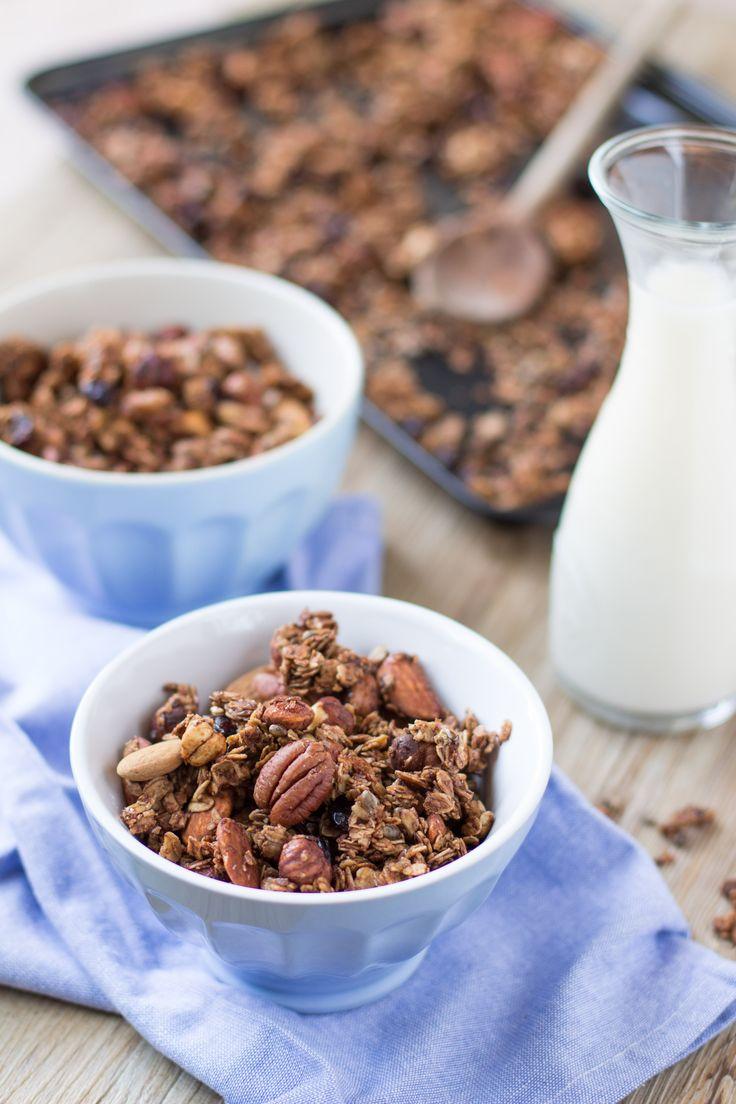 Homemade CRUNCHY spiced nut GRANOLA clusters with almonds, hazelnuts,cranberries oats and buckwheat #vegan #glutenfree | GRANOLA CROCCANTE cacao cannella nocciole noci mandorle e cranberries #vegan con avena e grano saraceno