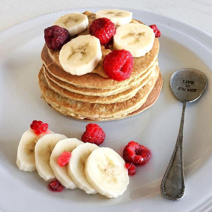 "2,964 Me gusta, 32 comentarios - THB by Flor Fernández (@thehealthyblogger) en Instagram: ""Buen dia buen dia!!! Hoy se desayuna 🥞PANCAKES🥞de banana!! 🍌🍌 mis favoritos! Licuar: 1 huevo 2…"""