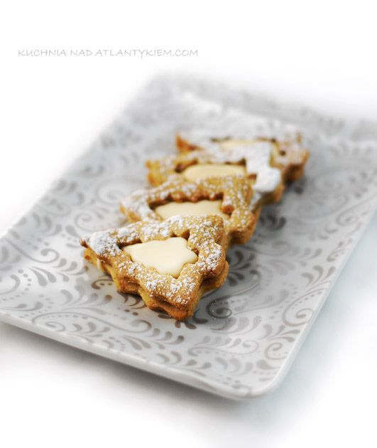 Kruche ciasteczka migdałowe z ajerkoniakiem