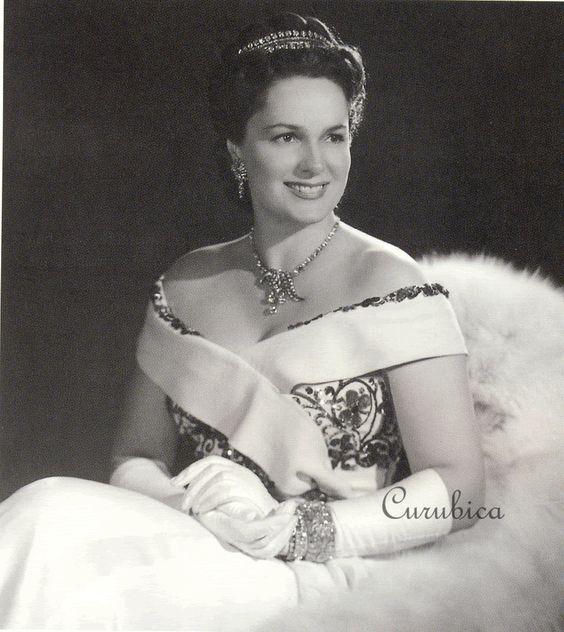 Miss France -1930 , Ivette Blanche Labrys , Begum Aga Khan the Third wife of Sultan Mahomad Khan Aga Khan the Third and the girlfriend days severe 1937-1943 years Carl Mannerheim.