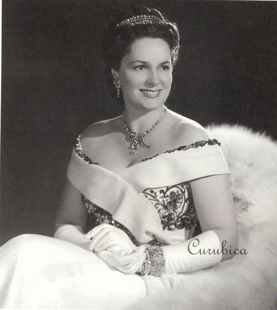 Miss France -1930 , Ivette Blanche Labrys , Begum Aga Khan the Third wife of Sultan Mahomad Khan Aga Khan the Third and the girlfriend days severe 1937-1943 years Carl Mannerheim.