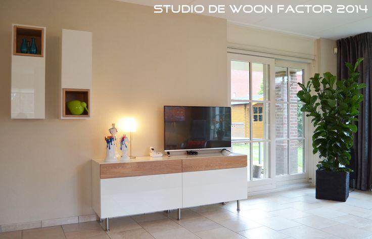 De mooie combinatie van hoogglans wit met naturel eikenhout geven de meubels een eigentijdse en - Eigentijdse patio meubels ...