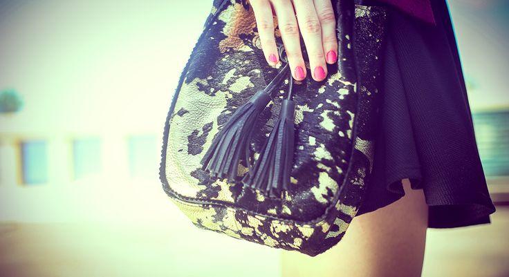 Morral chico, negro y dorado y textura con pelos #bags #leatherware