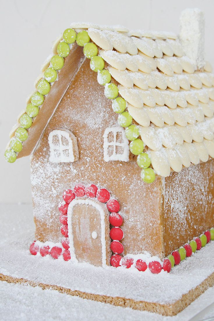 This Gingerbread House by oldsheila is a Christmas must!