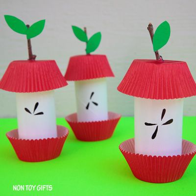 An easy paper roll apple core craft for kids to welcome the upcoming fall season. A fun craft on the budget that uses recyclables.