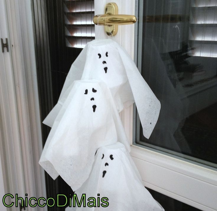 decorazioni di halloween fantasmini appesi fai da te tutorial chicco di mais  http://blog.giallozafferano.it/ilchiccodimais/speciale-decorazioni-di-halloween-fantasmini-appesi/