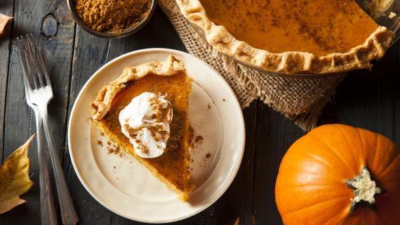Выпечка с тыквой  несомненно, лучшее блюдо к праздничному столу на Хэллоуин (канун Дня Всех Святых). В США в этот день традиционно подают к ужину открытый тыквенный пирог (англ. Pumpkin Pie). Американцы готовят тыквенный пирог и ко Дню Благодарения.