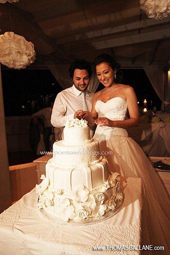 White Impressive Santorini Wedding Cake by Petran Art Pastry Chef ! I Wedding Event Planner Poema Weddings & Special Events I Flower Design by Wedding Wish  I Photography by Thomas Gallane I Wedding Venue Pantheon Deluxe Villas