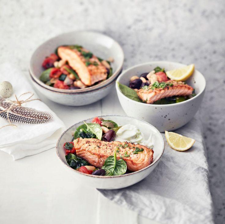Paistettu lohi ja lämmin papu-pinaattisalaatti | Soppa365