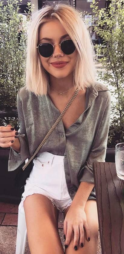 @laurajadestone Featuring one of our more contemporary products of the year from the Ray-Ban sunglasses collection,  Round Metal are a great accessory to add to any outfit.  Round Metal sunglasses come in a variety of stylish colours. This particular model colour is Gold made from Metal .