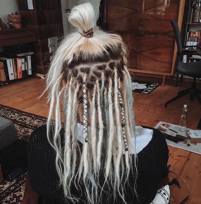Jasmin hat ihre Dreads von einer Freundin erstellen und nun von @katja_dreadfactory von dem Standort Leipzig pflegen lassen 🥰 — Dreadmaintenance for Jasmin 🌿 . . . . . #dreadfactory #dreadpflege #dreadmaintenance