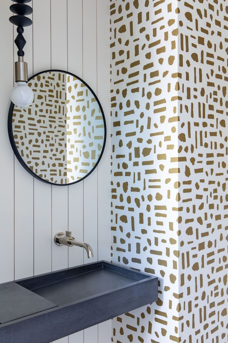 Bathroom With Gold And White Patterned Wallpaper Beautiful Bathroom Designs Beautiful Bathroom Decor Bathroom Decor