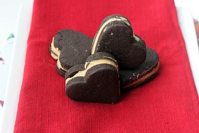 Brownie Cookies: Cookies Pictures, Salts Caramel, Heart Cookies, Sandwiches Cookies, Brownie Cookies, Brownies Cookies, Caramel Frosting, Sweet Art, Salted Caramels