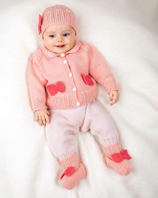 Sött babyset med kofta, byxa, mössa, sockor och filt.   http://www.knittingroom.se/butik/default.asp?pf_id=SE-113464