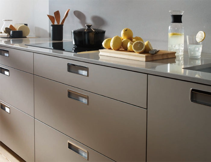 SANTOS kitchen. Horizontal projection	    Maximum capacity: 65 cm depth     The 72,3 cm base units, equipped with 65 cm deep total pull-out drawers, offer maximum storage capacity and permit better organization, saving time and unnecessary movements.