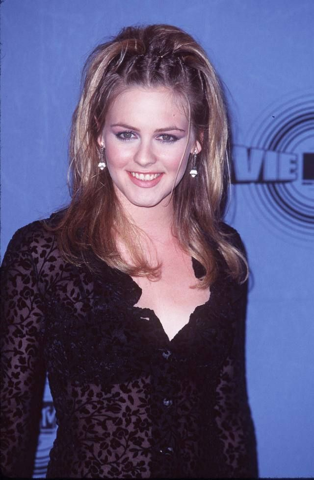 Alicia Silverstone at the MTV Movie Awards 1998 | Alicia silverstone, Mtv movie awards, Baddie hairstyles